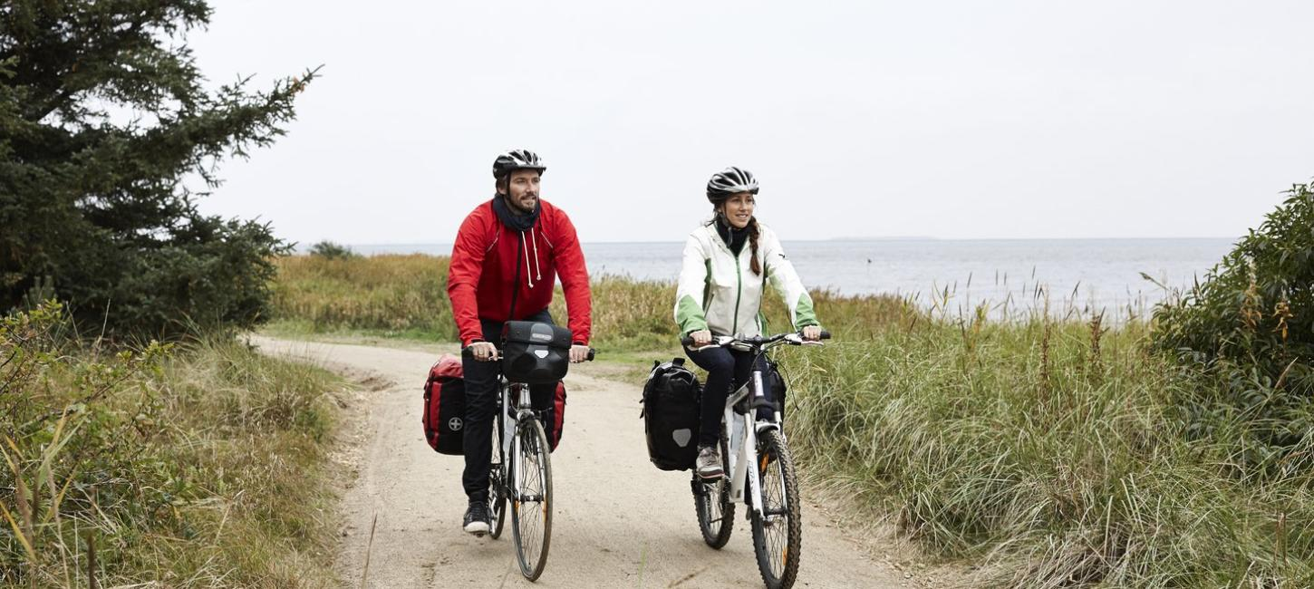 Couple cycling on the West coast cycling route (N1)